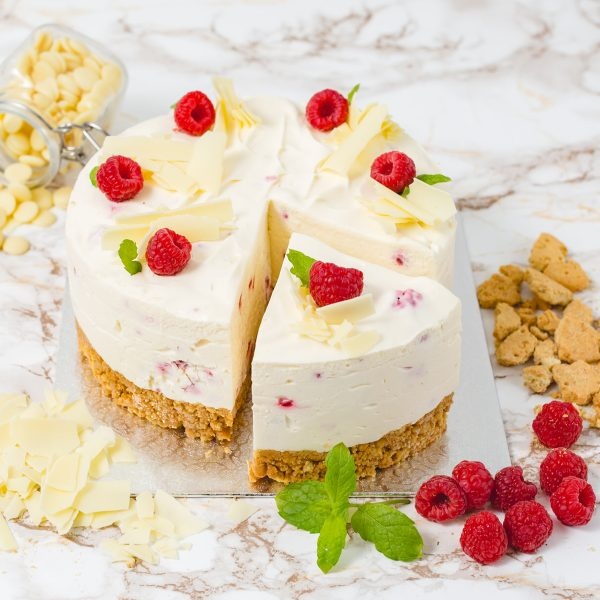 6 Portions White Chocolate and Raspberry Cheesecake | Merci Beaucoup Cakes