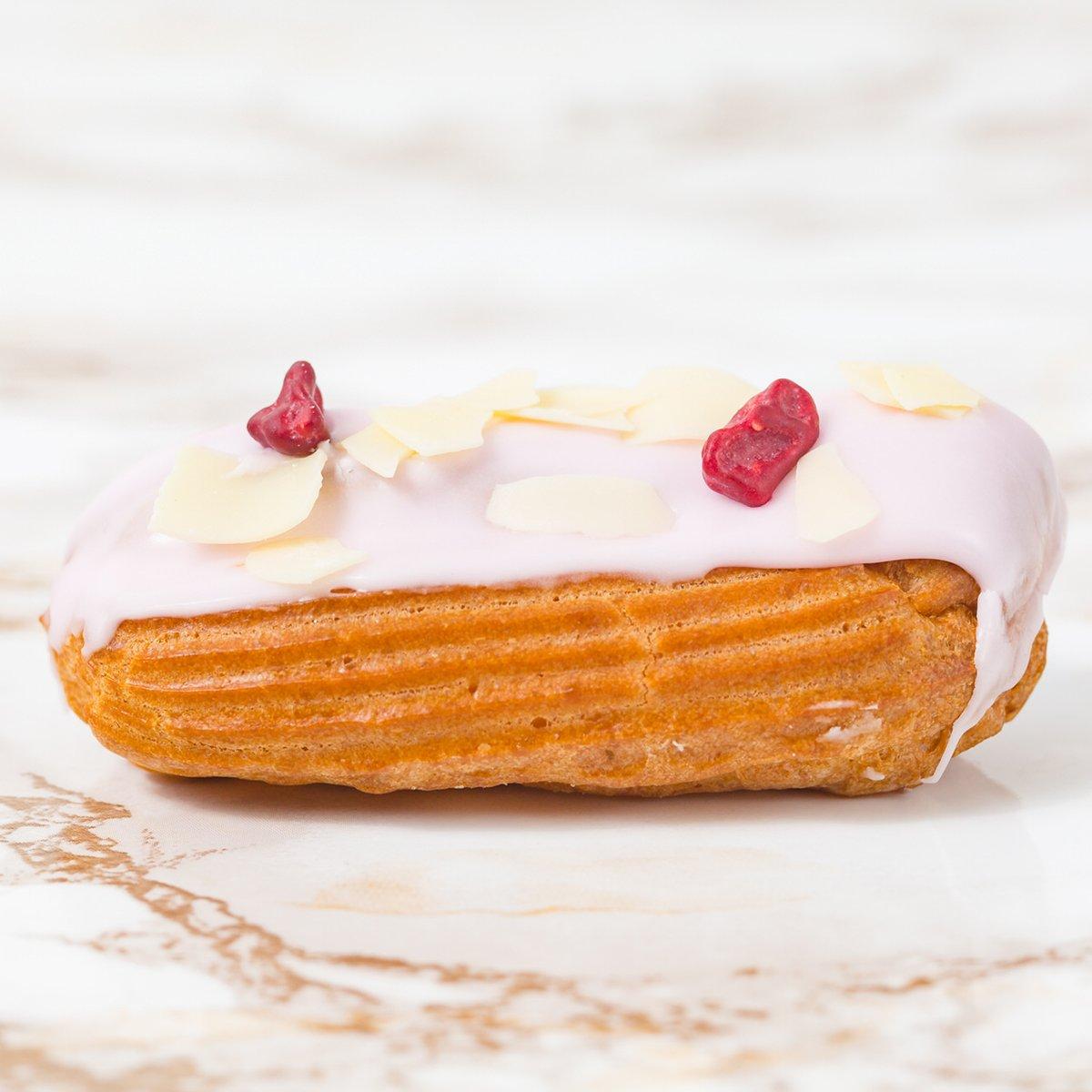 French Vanilla Eclair | Merci Beaucoup Cakes